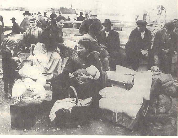 Emigranti nel porto di Napoli
